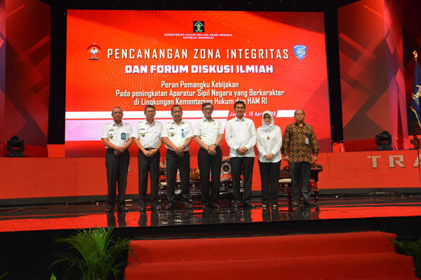 Pencanangan Zona Integritas Dan Forum Diskusi Ilmiah Peran Pemangku Kebijakan Pada Peningkatan Aparatur Sipil Negara Yang Berkarakter Di Lingkungan Kementerian Hukum Dan Ham
