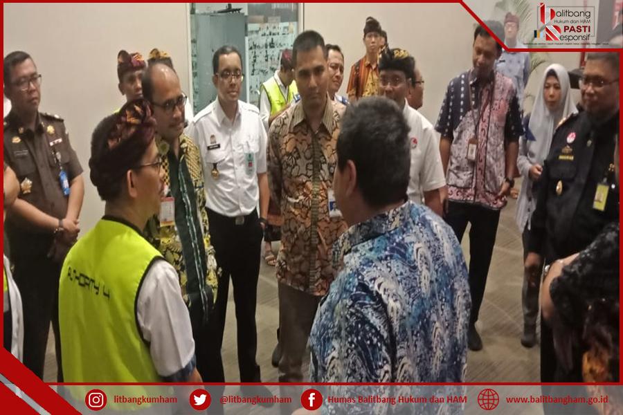 Kepala Balitbang Hukum dan HAM Memantau Zona Integritas di Bandara Ngurah Rai