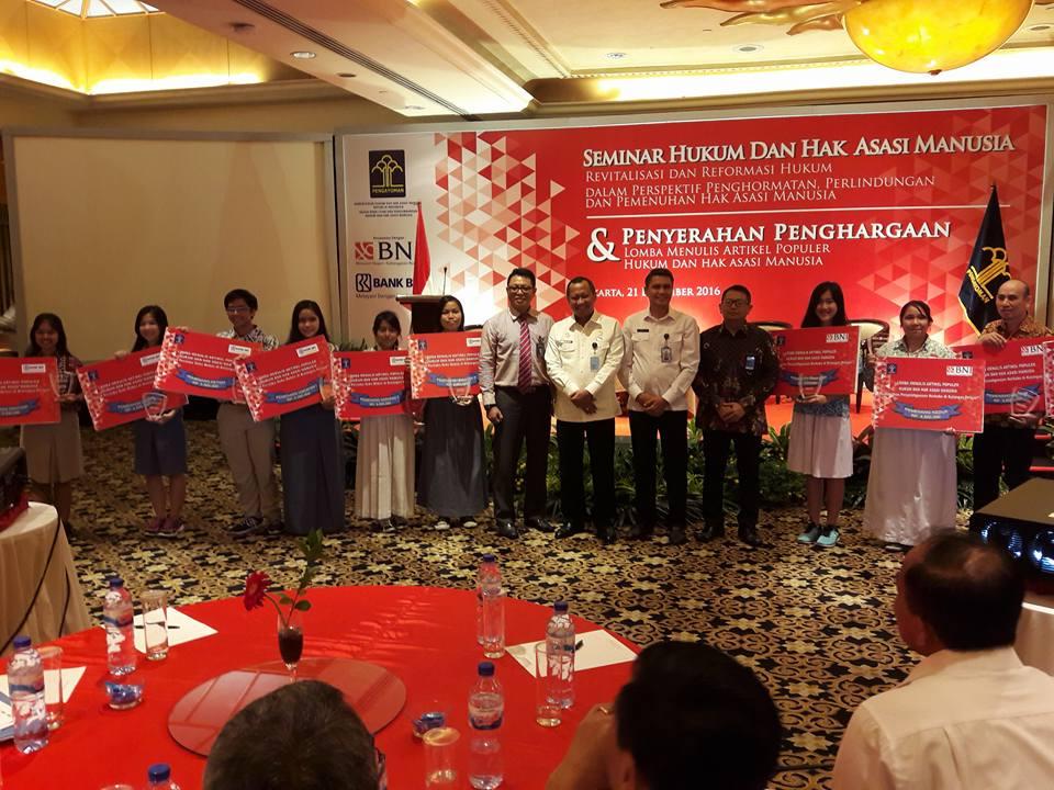 Seminar Hukum dan Hak Asasi Manusia dan Penyerahan Penghargaan Lomba Menulis Artikel Populer Hukum dan HAM